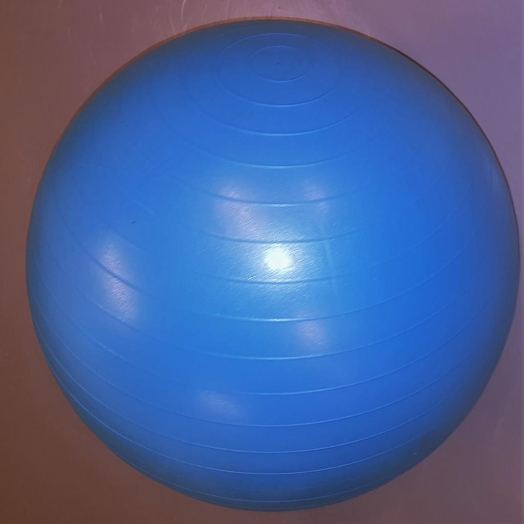 Pilatesbolls, Bobathboll eller träningsboll. Kärt barn har många namn.