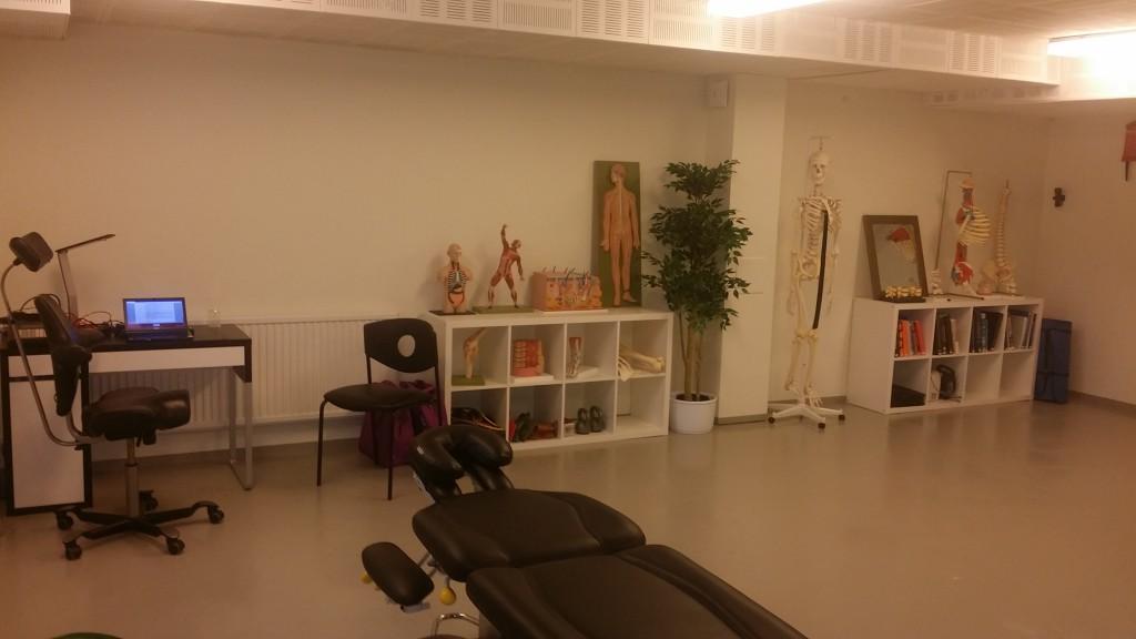 Behandlingsrummet som är stort använder jag även när jag har kurser.