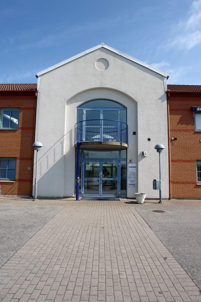 Den stora entrén på framsidan kallas även A-ingången. Nautilus där min klinik finns är på plan 2 och hiss finns.