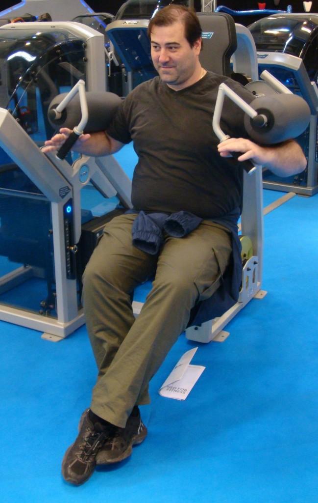 Ägare & VD Hälsoteket Dean PeharÄgare till Hälsoket, Dean Pehar, som ägde Nautilusgymmet under cirka 20 års tid. Här på en mässa i Tyskland år 2010 där han testar en träningsmaskin.